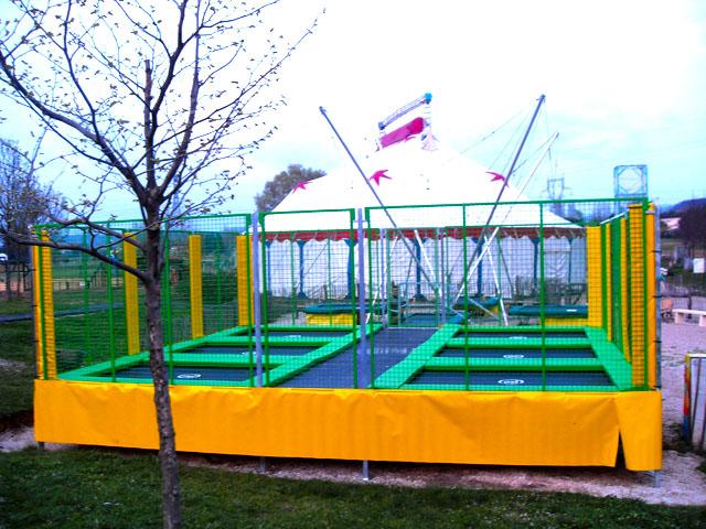 Image de trampoline fabulous tente de trampoline with for Trampoline piscine decathlon